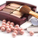 Menggunakan Kosmetik Secara Terus Menerus, Dan Berlebihan Dengannya