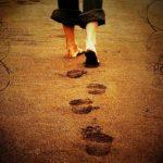 Tiga Amalan Penghapus Dosa (3) Mengayunkan Kaki Menuju Shalat Berjama'ah