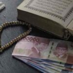 Tidak Boleh Membaca Al-Qur'an  Untuk Meminta Kepada Manusia
