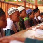 Mahkota Bagi Pembaca Al-Qur'an, Dan Pakaian Mulia Bagi Orang Tuanya